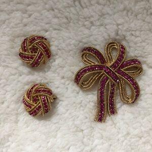 crown trifari pink rhinestone brooch and earring